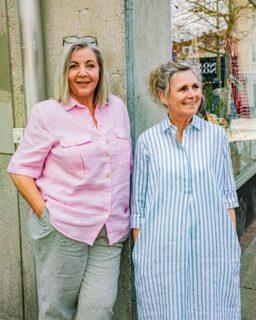 Find hør frem fra garderoben! 🙌🏼  Hør er dette års hit, og vi er helt vilde med det i Butik Asmus. Det er let og sommerligt, og vi er sikre på, at du også vil kunne lide det 😍  Bliv inspireret af Karina og Vibeke! 👌🏼  Karina: Stenström kjole 100% hør, 1399,-  Vibeke: Erfo skjorte ren hør 799,- Gardeur hørbuks 999,-  Lad os hjælpe dig med at finde dit sommeroutfit!  #asmus #fashion #style #brax #lyngby #beautiful #butik #fashionstyle #tøj #dametøj #mode #clothes #ladies #ergo #hør #hørbuks #gardeur ##stenströms