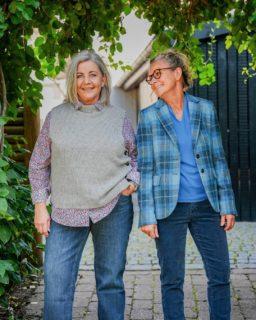 Det er detaljerne, der gør forskellen! 🙌🏼  Tilføj en lækker vest eller en flot blazer til dit look for at give dit outfit et ekstra pift🤩  Kom ned i butikken, eller tag et kig på vores hjemmeside, og bliv inspireret ☀️  Vibekes outfit: - Brax vest 899,- - Zerres jeans 699,- - Seidensticker Blomsterskjorter 699,-  Karinas outfit: - Wellington of Bilmore jakke 2699,- - Brax fløjlsbukser 999,- - Efixelle Bomulds 3/4 ærmet t-shirt 599,-  Hvilket er dit yndlingsoutfit? 💚  #asmus #butikasmus #efterår #efterårsmode  #hverdag #viglæderostilatsedig #visesibutikken #fashion #style #lyngby #beautiful #butik #fashionstyle #tøj #dametøj #mode #clothes #ladies #brax #wellington